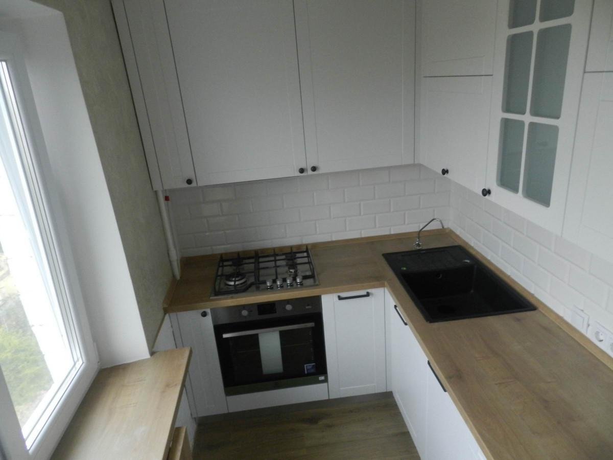 Белая кухня с откидным столиком под заказ фотография