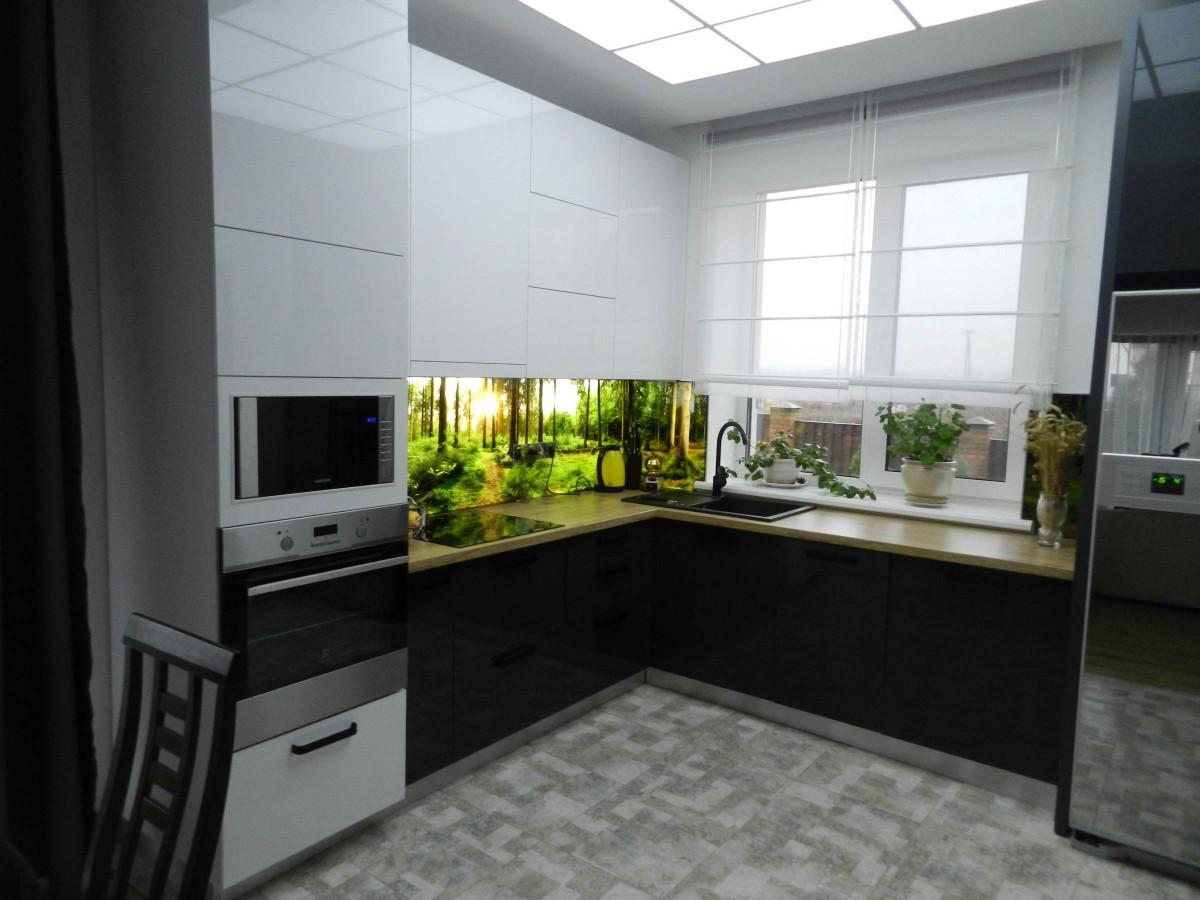 Кухня на заказ из белого и графитового акрила  фотография
