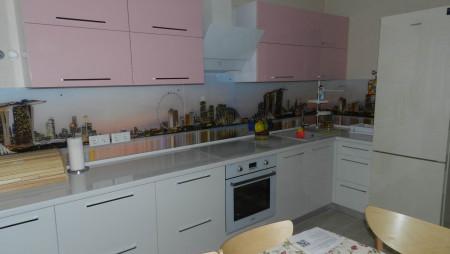 кухня на заказ Кухня розовая с белым