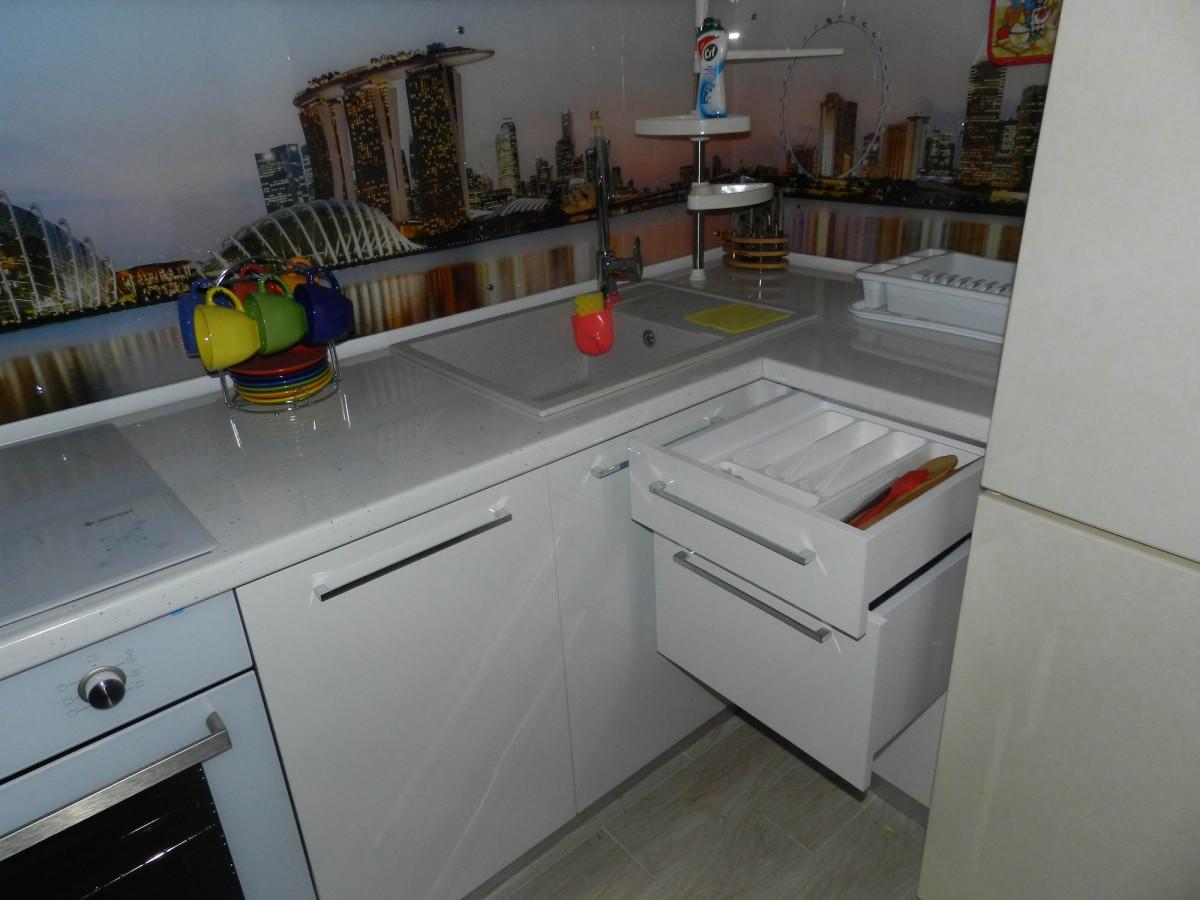 Кухня розовая с белым фотография